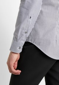 Seidensticker - SLIM SPREAD  - Formal shirt - dark blue - 5