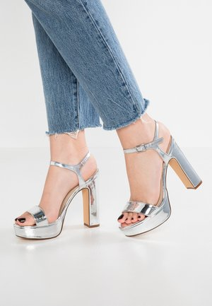 Sandaler med høye hæler - silver