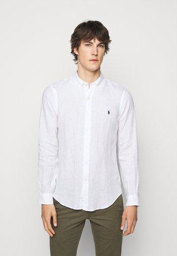 SLIM FIT LINEN SHIRT - Shirt - white