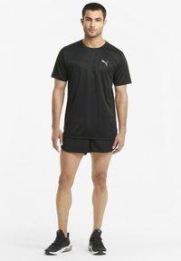 Puma - RUN FAVORITE TEE  - Print T-shirt - puma black - 1