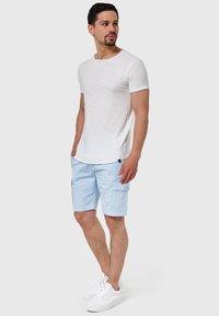 INDICODE JEANS - KINNAIRD - Shorts - light blue - 1