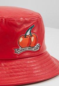 Fiorucci - CHERRY BUCKET HAT - Hat - red - 2
