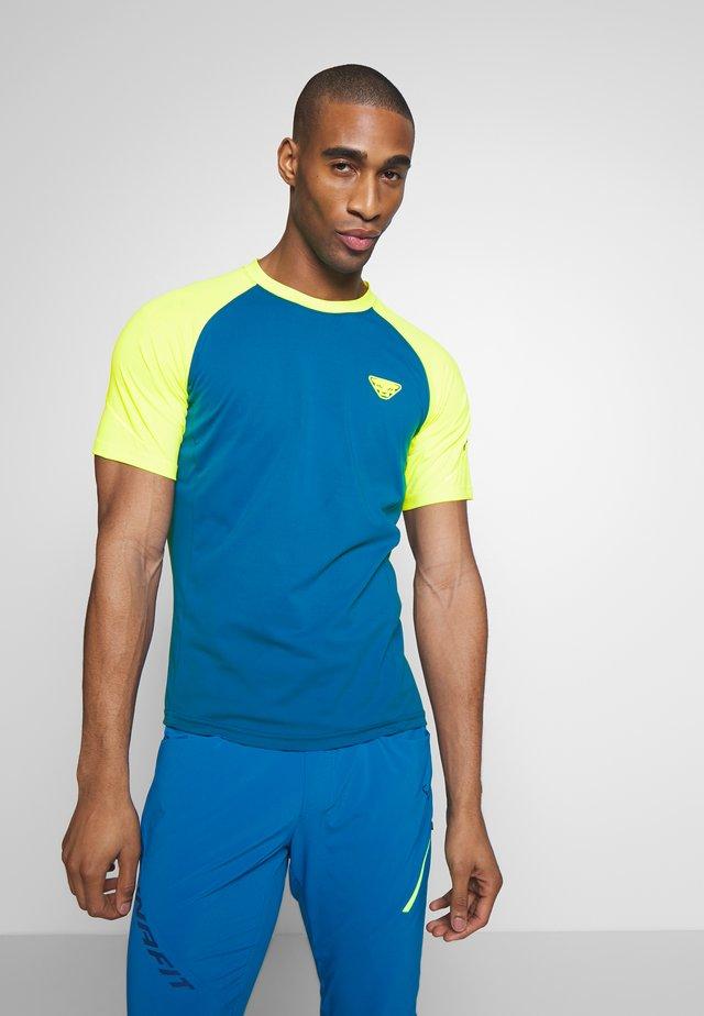 ALPINE PRO TEE - Print T-shirt - fluo yellow