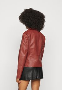 ONLY Petite - ONLMELISA BIKER - Faux leather jacket - red ochre - 2