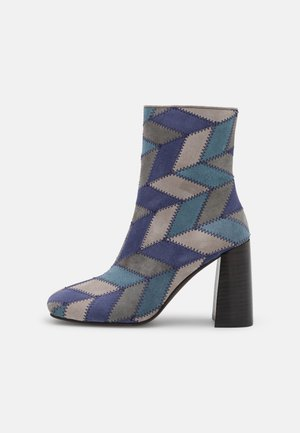 VERUS - Korte laarzen - blue/multicolor