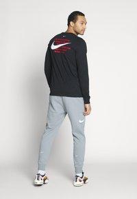 Nike Sportswear - Camiseta de manga larga - black - 2