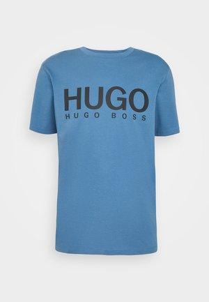 DOLIVE - T-shirt z nadrukiem - medium blue