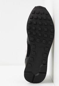 Nike Sportswear - INTERNATIONALIST - Joggesko - black/phantom - 6
