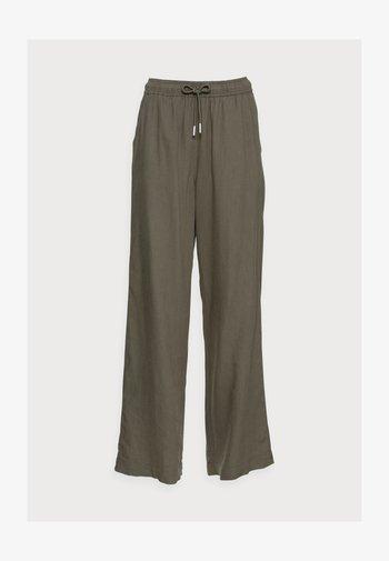 BRIZA PANTS - Trousers - beetle green