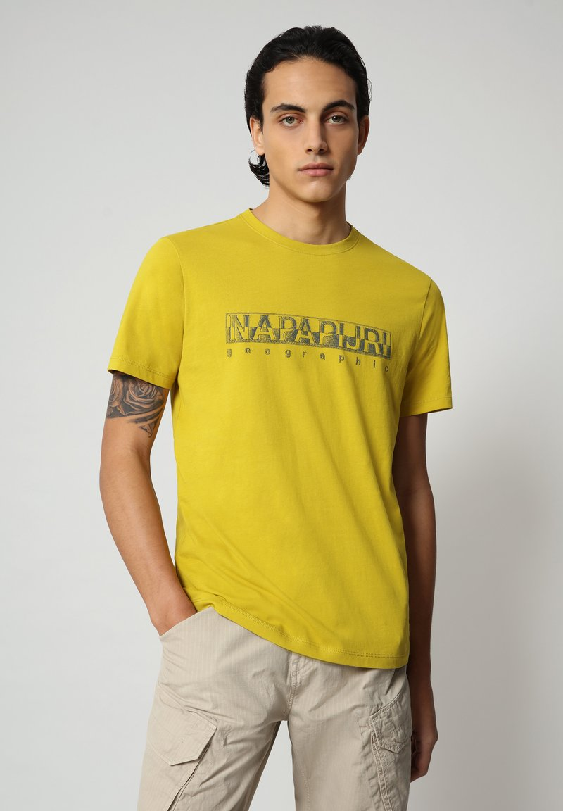 Napapijri - SALLAR - Print T-shirt - yellow moss