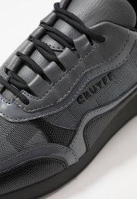 Cruyff - GHILLIE - Sneakersy niskie - dark grey - 5