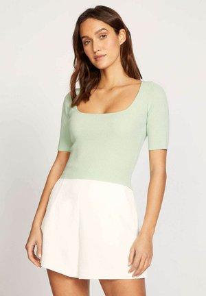 LOLA - Basic T-shirt - nq-celadon