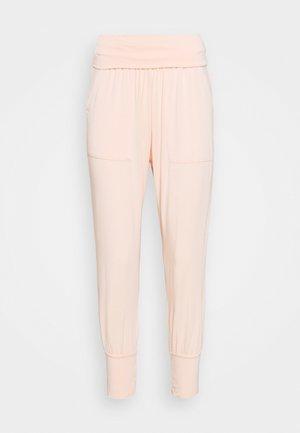 YOGA PANTS - Teplákové kalhoty - peach rose