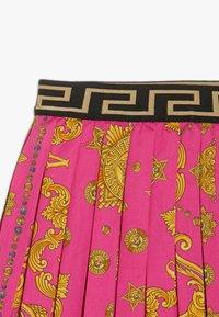 Versace - GONNA - Áčková sukně - fuxia - 3