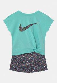 Nike Sportswear - SPRINKLE SET - T-shirt con stampa - black - 0