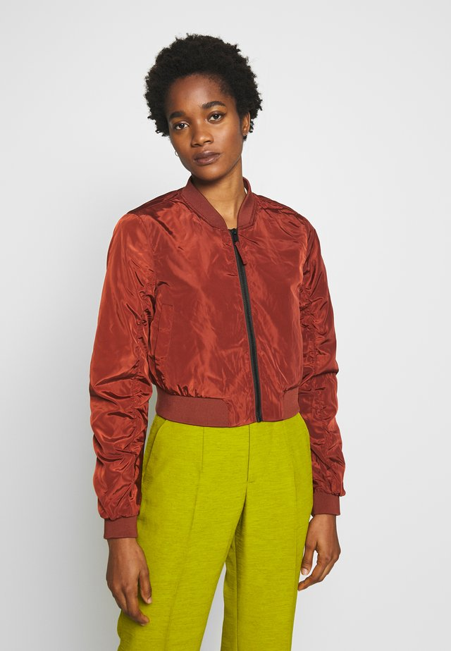 NMSADIE CROP JACKET - Bomber bunda - burnt henna