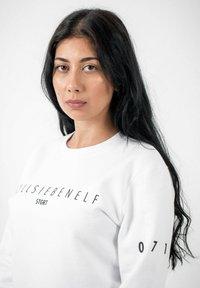 PLUSVIERNEUN - STUTTGART - Sweatshirt - white - 7