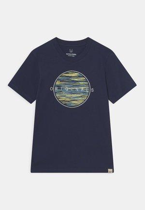 JORMILTON TEE CREW NECK JR - T-shirts med print - navy blazer
