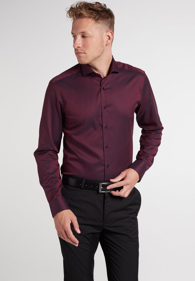 SLIM FIT - Shirt - weinrot