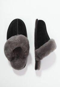 UGG - SCUFFETTE II - Slippers - black/grey - 1