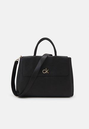 RE LOCK TOTE FLAP - Handbag - black