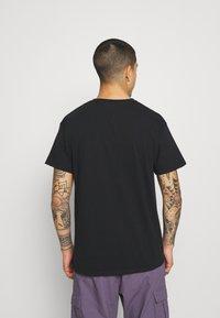 Mennace - WASHED PETROL RACE  - T-shirt imprimé - black - 2
