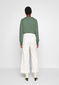 GAP - WIDE LEG CHINO SOLID - Flared Jeans - ivory frost - 2