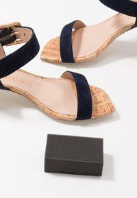 Stuart Weitzman - ALEXANDRINE  - Sandaalit nilkkaremmillä - nice blue - 7