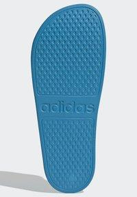 adidas Originals - ADILETTE AQUA SWIM - Kapcie - blue - 4