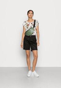 Vila - VICHINO - Shorts - black - 1