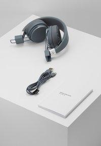 Urbanears - PLATTAN 2 BLUETOOTH - Headphones - dark grey - 5