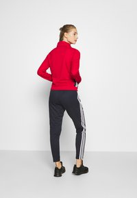 adidas Performance - TEAM SPORTS TRACKSUIT - Dres - scarle/legink - 2