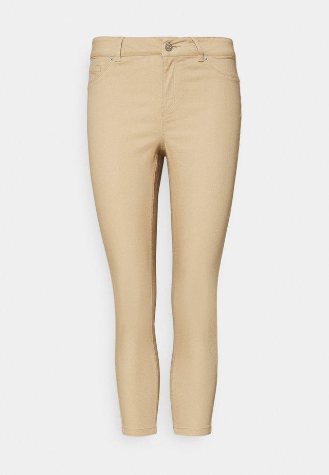 VMHOT SEVEN  - Slim fit jeans - beige