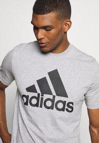 adidas Performance - ESSENTIALS SPORTS SHORT SLEEVE TEE - Print T-shirt - medium grey heather - 4