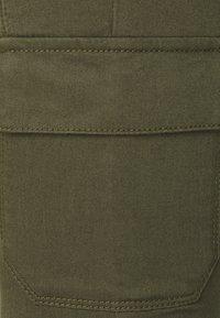 Dorothy Perkins Petite - CARGO POCKET FRANKIE - Jeans Skinny Fit - khaki - 2