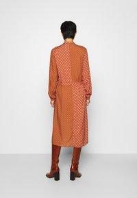 Mads Nørgaard - DACHA - Shirt dress - tan/pink - 2