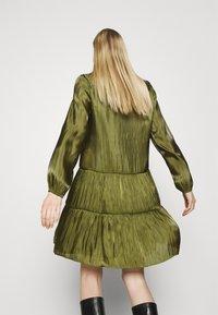 comma - KURZ - Denní šaty - deep green - 3