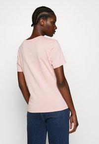 GANT - PEONY LOGO GRAPHIC - T-shirt imprimé - summer rose - 2