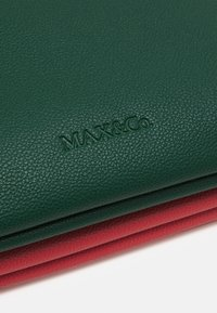 MAX&Co. - DOUBLE - Psaníčko - bell red/supermarine green - 5
