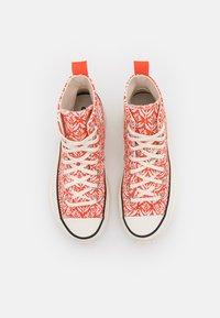 Converse - RUN STAR HIKE - Sneakers hoog - bright poppy/egret/black - 7