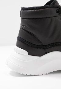 Calvin Klein - UDA - Høye joggesko - black - 2