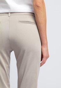 WÓLCZANKA - Spodnie materiałowe - grey - 4