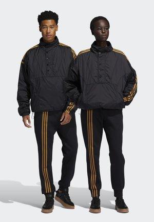 IVY PARK 3-STRIPES JOGGER PANTS (GENDER NEUTRAL) - Pantalones deportivos - black