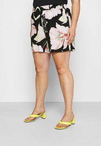 XLONELA - Shorts - black