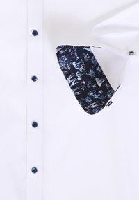 OLYMP - OLYMP LEVEL 5 BODY FIT  - Camicia elegante - weiss - 5