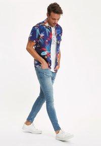 DeFacto - Slim fit jeans - green - 3