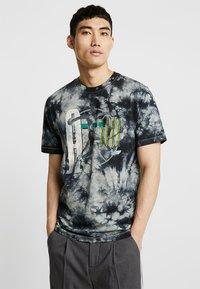 Jordan - TEE AIR JORDAN WASH - Print T-shirt - spruce fog/black - 0