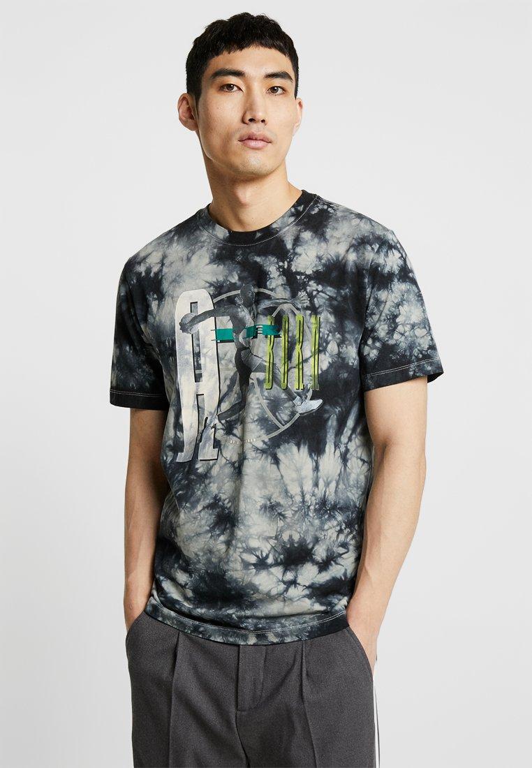 Jordan - TEE AIR JORDAN WASH - Print T-shirt - spruce fog/black