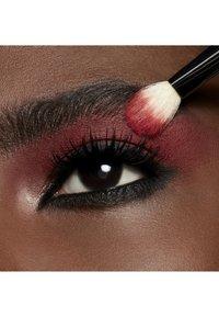 MAC - POWDER KISS EYESHADOW SMALL EYESHADOW - Eye shadow - werk, werk, werk - 6