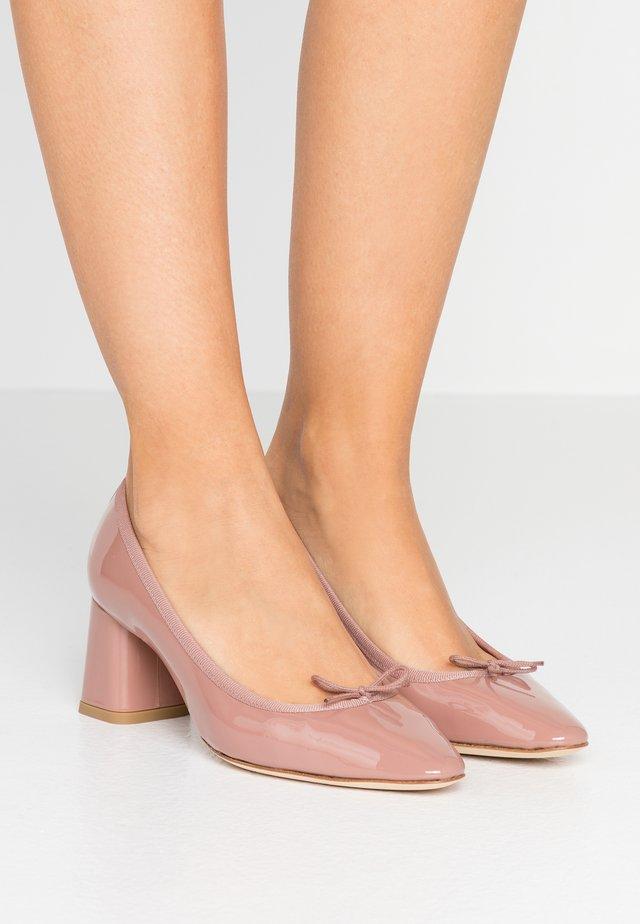 NASTASIA - Classic heels - romance